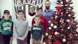 Οι μικροί σκακιστές εύχονται «Καλά Χριστούγεννα»