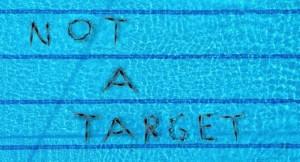 «Not a target» από την Καλλιτεχνική Κολύμβηση